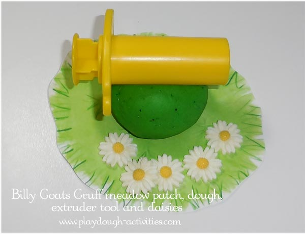 Meadow patch reward - playdough extruder, green dough & daisy flowers