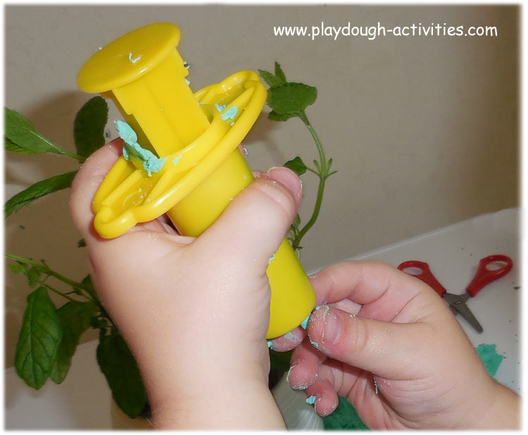 Playdough activity idea to support children's pincer grip coordination